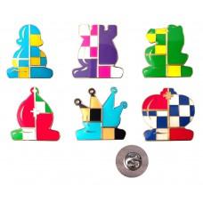 Metalowa przypinka w kształcie figur szachowych (A-95)