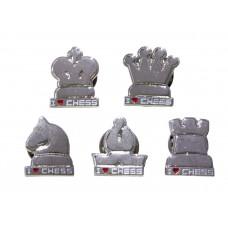 """Przypinki """"I LOVE CHESS"""" w kształcie figur - kolor srebrny (A-71)"""
